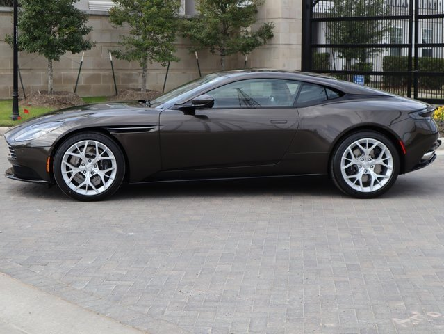 2019 Kopi Bronze Aston Martin DB11 V8 4.0L V8 Engine Coupe 2 Door RWD