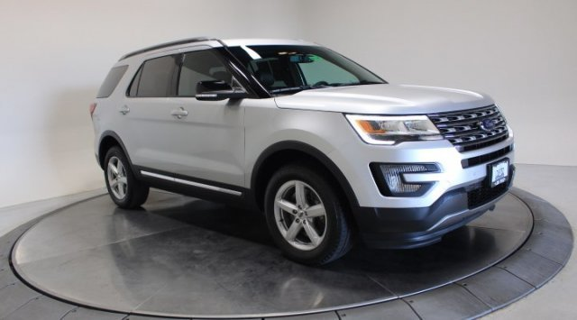 2016 Ingot Silver Metallic Ford Explorer XLT SUV Automatic AWD
